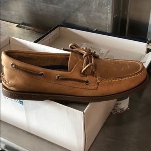 Tan sperry shoes size 9m new in box